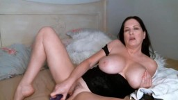 Sensual English cougar Jessie Couture with mommy nipples
