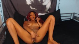Stunning Royal chocolate girl with a sexy fuckable face fingering