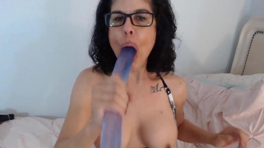 Sexy mature femdom Izzy in glasses who likes deep-throat