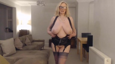 Horny MILF Annabel is fucking her sweet pussy with a toy