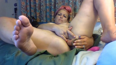 Slutty mom Sukie Rae gets great pleasure from a glass dildo