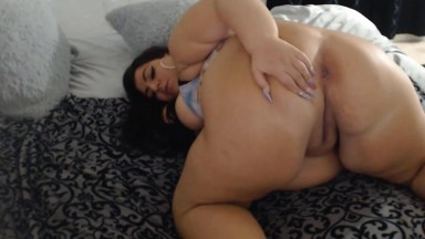 Horny BBW Valentina claps her massive ass and fucks dildo