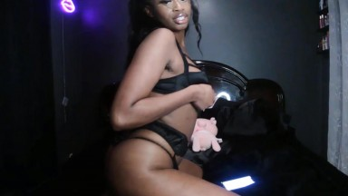 Explosive baby girl Yomi sensual and full of excitement