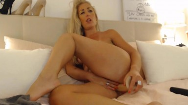 Luscious chick Lisa rides dildo & shows off her tight cunt