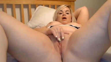 Chatty British blonde Bella wants to talk about your kinks