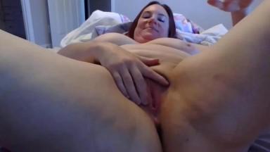 GILF Keena pleasures her craving cunt with fingers & dildo