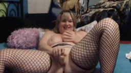 Canadian sweetness MILF with amazing curves squirting pussy