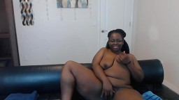Сurvaceous ebony mom Simone Spice ready to get down and dirty