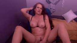 Hot cougar Quinn Haven with banging body and great legs